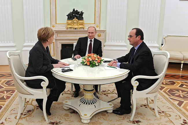 angela_merkell_vladimir_putin_francois_hollande_at_the_kremlin_2015-02-06_01
